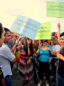 2009 Onur Yürüyüşü'nde Hande Yener'le biz